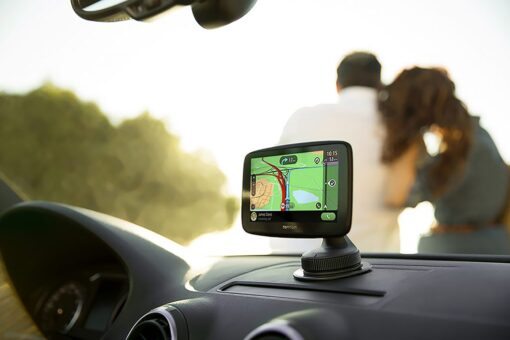 TomTom_GO_Essential_in_car-1024x683